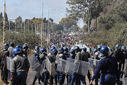 Riot police face demontsrations in Zimbabwe